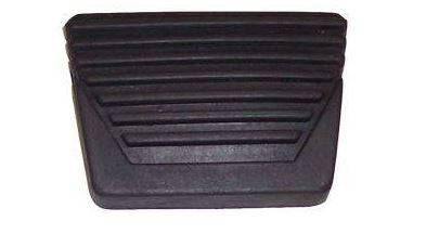 BRAKE PEDAL PAD WITH HORIZONTAL RIBS